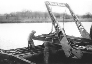 The 300th training in England - bridge building on the Thames